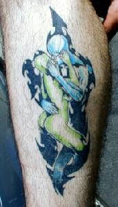 Alien hug his Lover Tattoo Picture