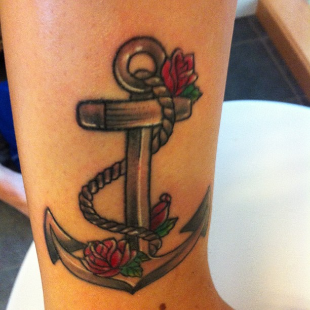 Mind Blowing Anchor Tattoo With Rope & Roses