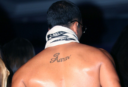 Askhay Kumar Son Name Tattoo On Back