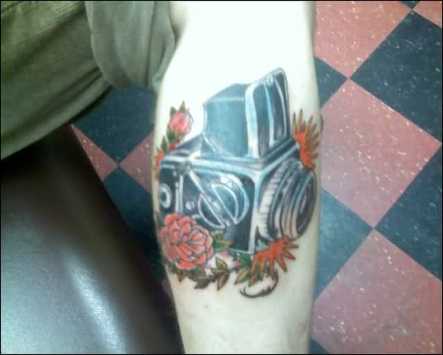 Black Camera With Red Roses Tattoo Design