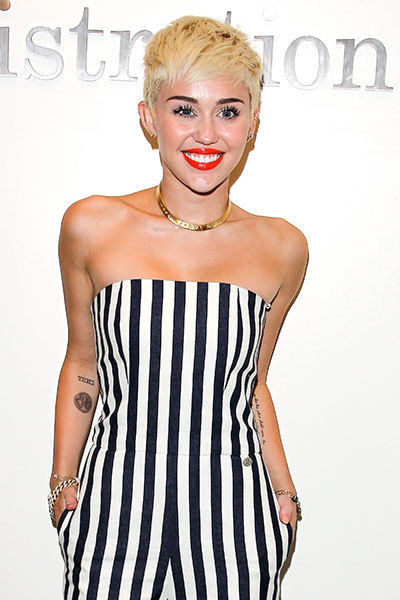 Celebrity Miley Cyrus With Tattoo Design