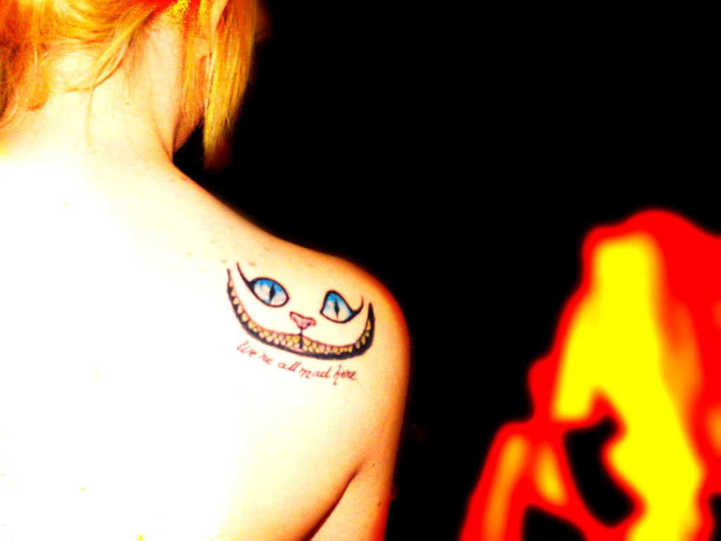Cute Cat Face Tattoo On Back Shoulder