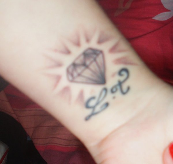 Diamond Tattoo Design On Wrist