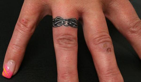 Awesome Ring Finger Tattoo Design