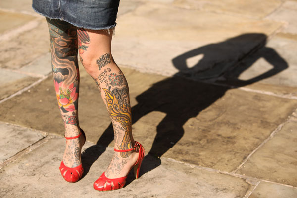 Feminine Floral Tattoo Designs On Leg