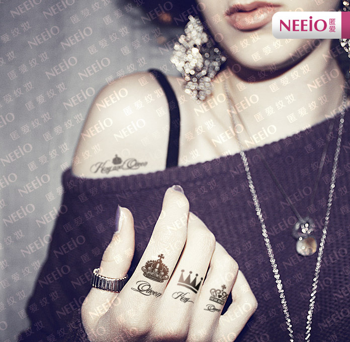 Crown tattoos on finger - photo#27