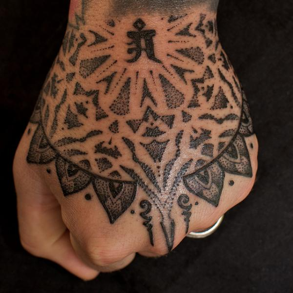 Awesome Hand Tattoo Design