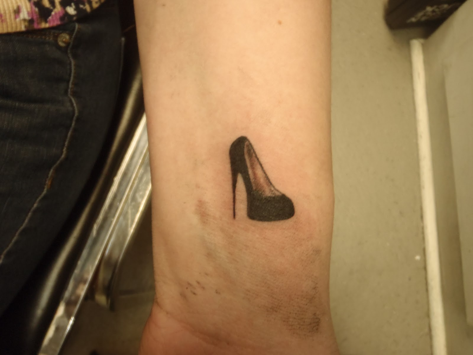 Black Ink Cute Heel Tattoo Design