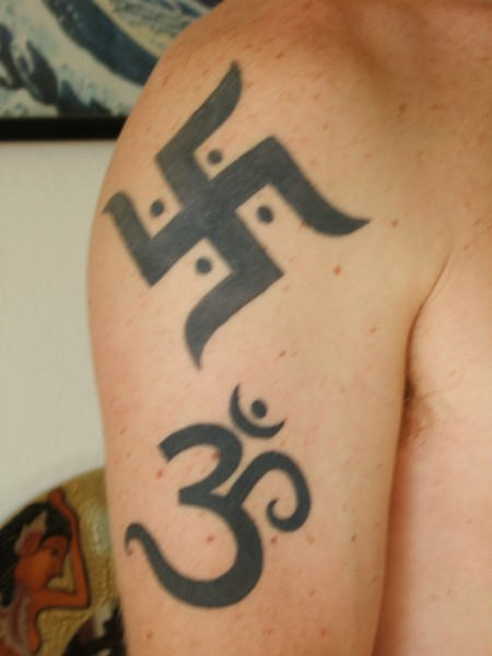 Black Ink Ohm Symbol Tattoo On Biceps