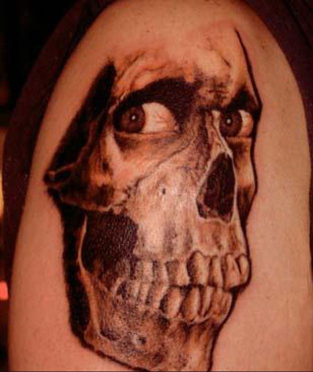 Dead Skull Horror Tattoo On Right Shoulder