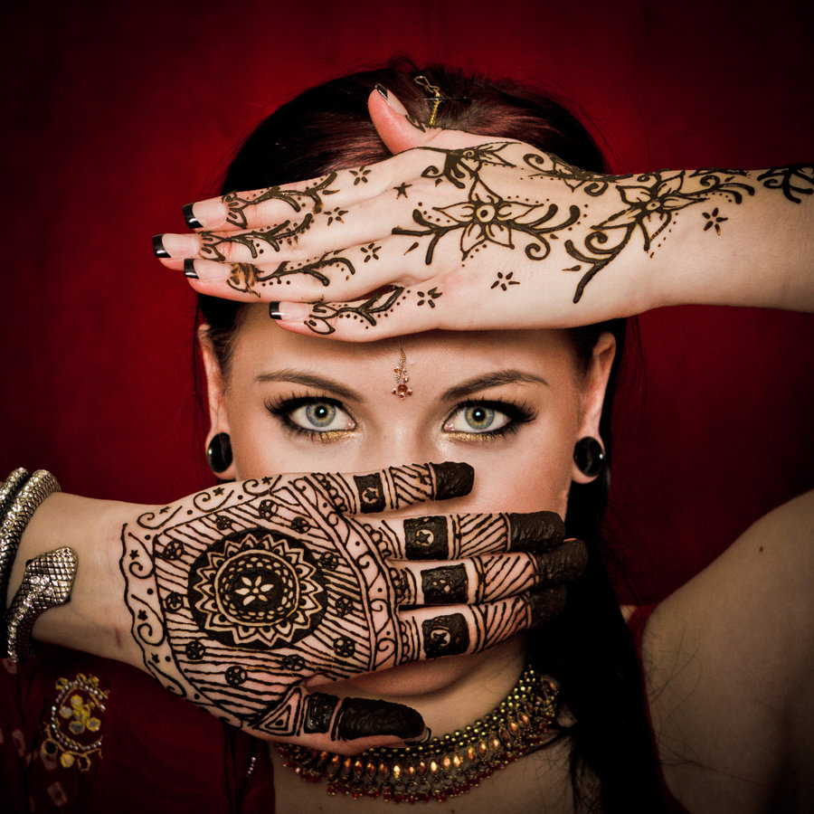 Girl With Lovely Eyes n Henna Hand Tattoo Designs