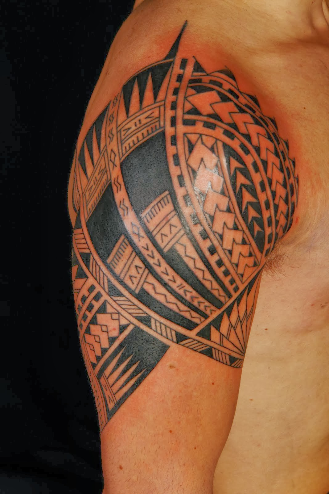 Hawaiian n Polynesian Tribal Tattoo For Great Men