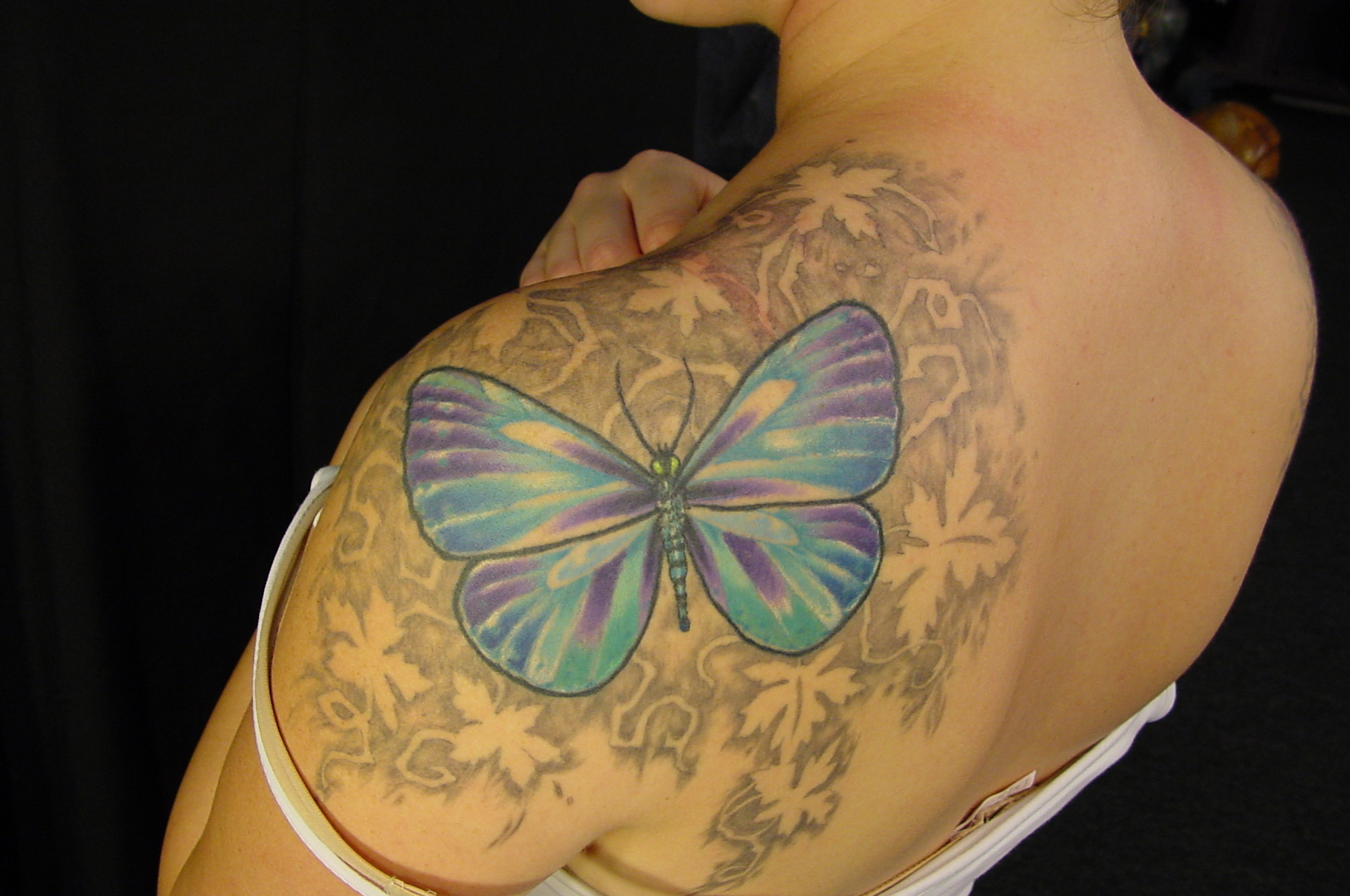 Lovely Butterfly n Ivy Leafs Tattoo On Shoulder