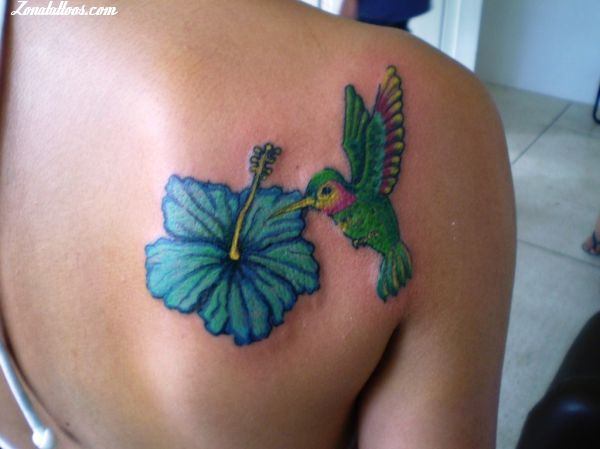 Lovely Flower n Hummingbird Tattoo On Back
