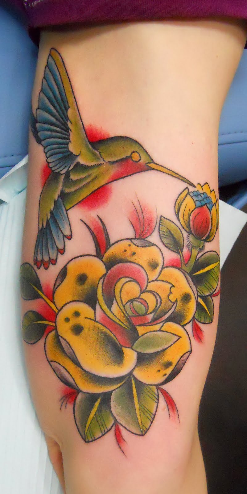 Lovely Hummingbird n Roses Tattoo Design