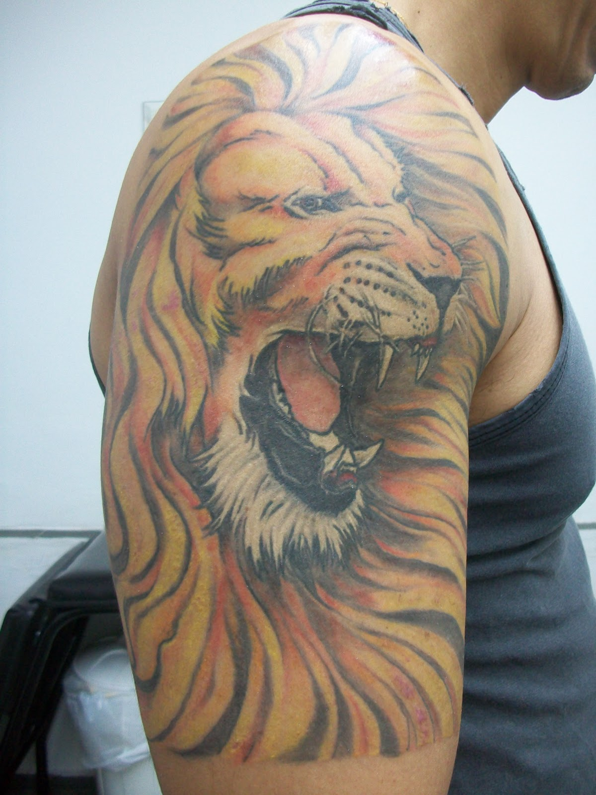 Again Angry Lion Tattoo On Shoulder For Guys