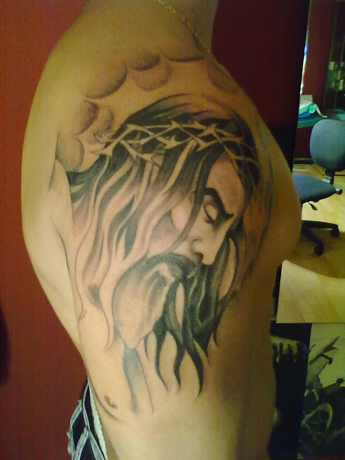Barbed Jesus Head Tattoo On Right Shoulder