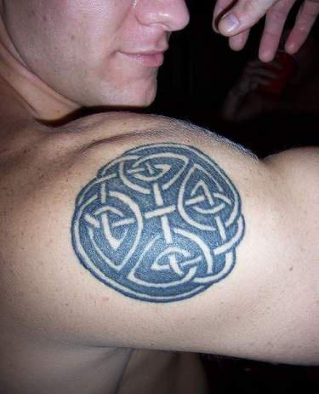 Celtic Knot Tattoo On Right Shoulder For Men
