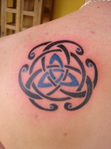 Nice Celtic Knot Tattoo On Back Shoulder