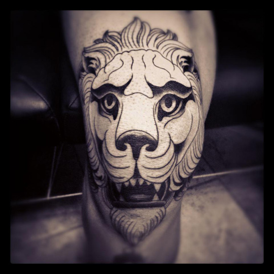 Outline Animal Head Knee Tattoo Design