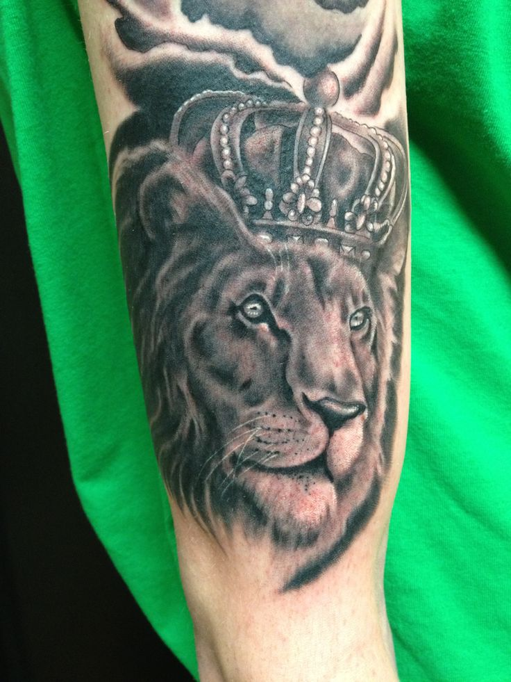 Realistc Lion Head With Crown Tattoo On Arm