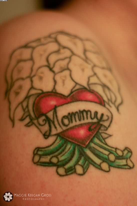 Red Heart Mommy Banner Tattoo On Shoulder