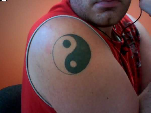 Amazing Yin Yang Tattoo On Shoulder For Men