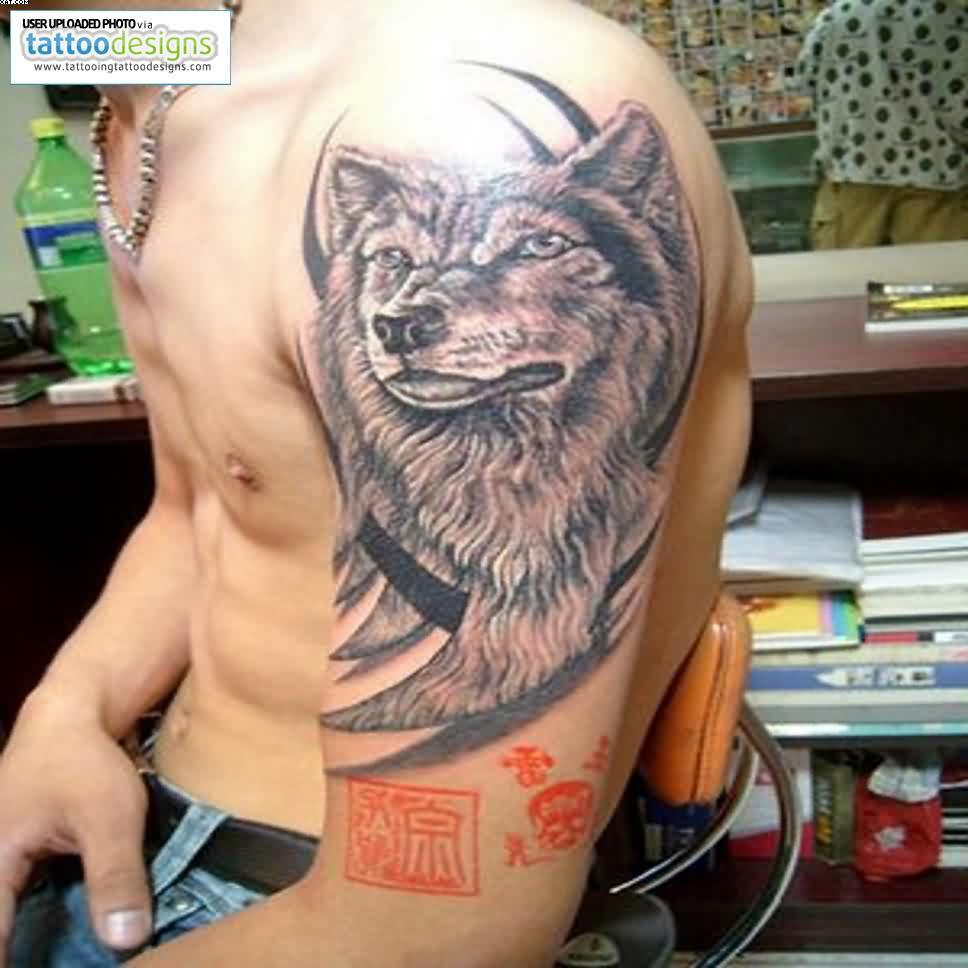 Upper Arm Wolf Tattoo For Men