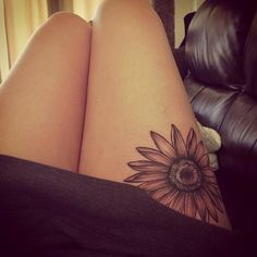 Amazing Sunflower Tattoo On Right Thigh