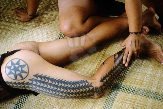 Hawaiian Traditional Tattoos On Legs