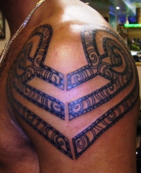 Hawaiian Tribal Tattoo On Shoulder For Men