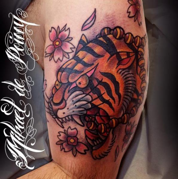New School Tiger Tattoo On Muscles