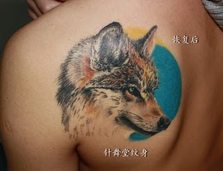 Fine Wolf And Moon Tattoos On Back Shoulder