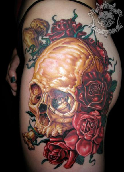Golden Skull And Red Roses Tattoo For Girs