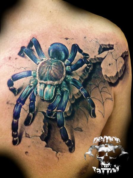 Large 3D Realsitic Spider Tattoo On Back