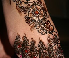 Lovely Henna Tattoos On Foot And Toes