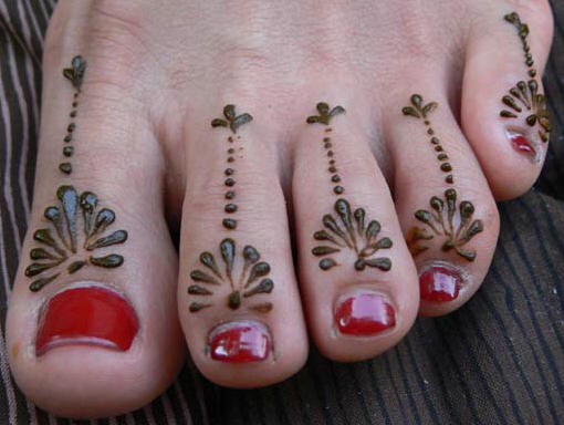 Lovely Henna Toe Tattoos