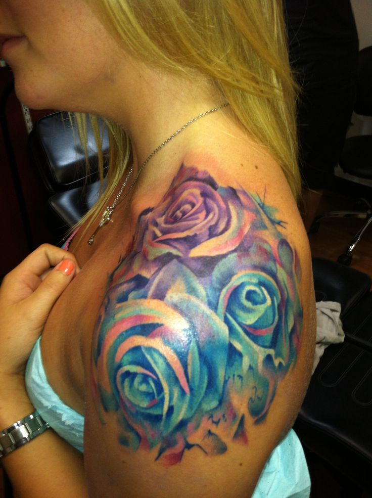 Glorious Roses Tattoos On Shoulder