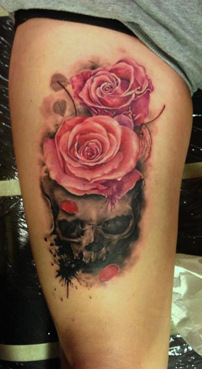 3D Pink Roses On Skull Tattoos On Thigh
