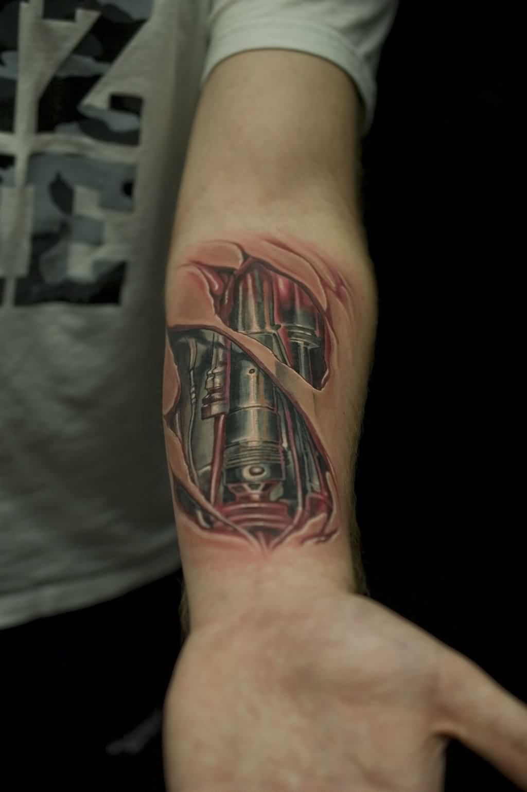 split-skin-terminator-3d-tattoo-on-lower-arm