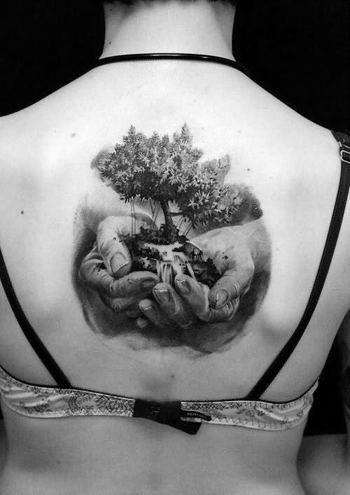 topless-back-with-3d-tree-in-hands-tattoo