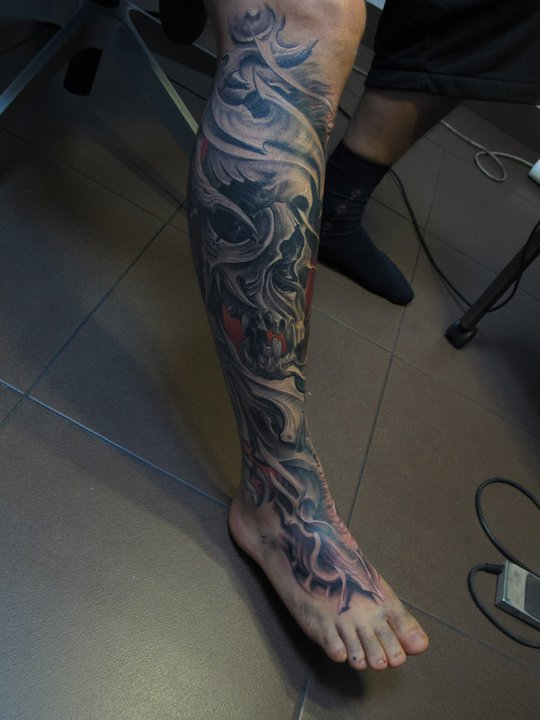 truly-amazing-grey-3d-biomechanical-tattoos-on-whole-leg