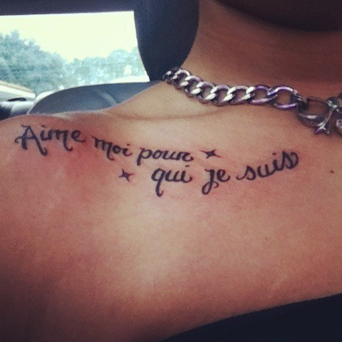 Aime Moi Poun Qui Jesuiv Love You For Who I Am Collarbone Tattoo