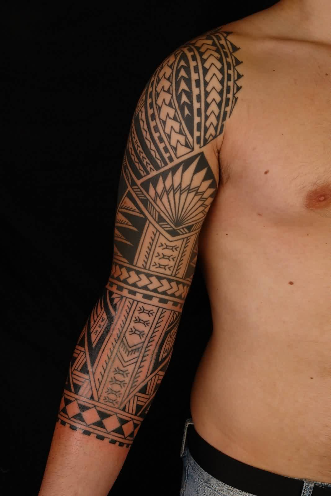 Awesome Black Polynesian Tattoo On Right Sleeve