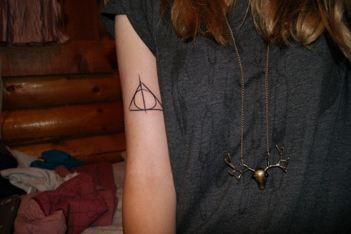 Black Ink Triangle Tattoo On Right Biceps