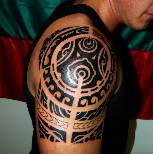 Black Polynesian Tattoo On Right Shoulder