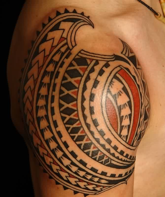 Fantastic Polynesian Tattoo On Right Shoulder