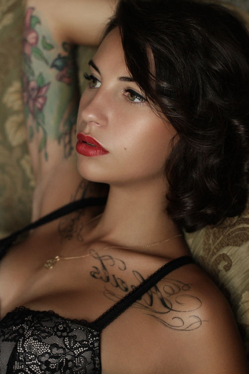 Fashion Of Collarbone Tattoo For Girls