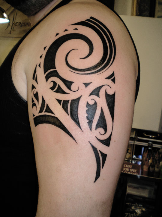 Fresh Tribal Polynesian Tattoo On Shoulder