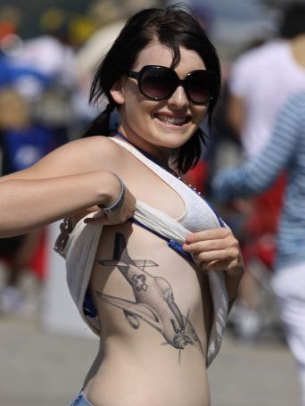 Girl Showed Off Her 3D Tattoo In Public
